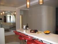 Кухонная зона, барная стойка